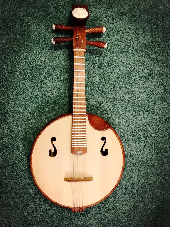 我学中国乐器的原因是因为来美国好几年了,学习西方乐器的中国人很多