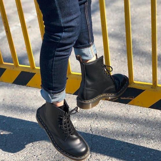Dr. Martens 经典八孔系带马丁靴